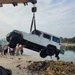 राजधानी लखनऊ में हुआ बड़ा हादसा गोमती नदी में गिरी बोलेरो